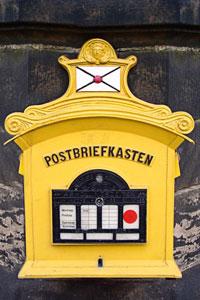 Alter Briefkasten der Deutschen Post, Postleitzahlensuche