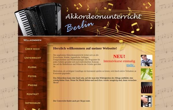 Vorschau von www.akkordeon-unterricht-berlin.de, Akkordeonunterricht Berlin, Olga Blumen